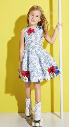Vestidos para niñas y otras prendas alegres para verano de Simonetta