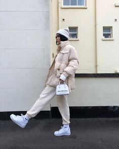 Image in A. clothes collection by Kally on We Heart It Looks Street Style, Looks Style, Looks Cool, Winter Fashion Outfits, Look Fashion, Korean Fashion, Womens Fashion, Nike Fashion, Fashion Tips