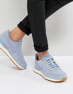 first rate 49599 791f0 Nike Internationalist Trainers In Glacier Grey Chaussure Nike Femme,  Chaussures De Marque, Chaussure Femme