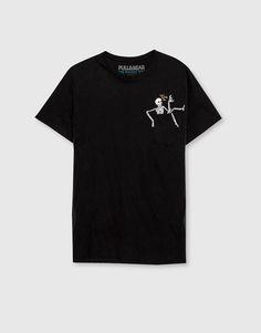 Camiseta print bolsillo esqueleto - Manga corta - Camisetas - Ropa - Hombre - PULL&BEAR Colombia