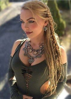The Hairstyle and the Look are Totally Awesome! By The Viking Queen Braids top Pretty Hairstyles, Braided Hairstyles, Pirate Hairstyles, Viking Hairstyles, Viking Queen, Viking Woman, Steampunk Hairstyles, Viking Braids, Corte Y Color