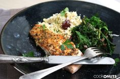 Lachs mit gebratenem Grünkohl und Blumenkohl-Couscous, salmon with kale and califlower-couscous Meat, Recipes, Food, Browning, Cauliflowers, Side Dishes, Glutenfree, Food Portions, Eten