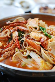 Haemul Jeongol (Spicy Seafood Hot Pot) - Korean Bapsang - My list of the most healthy food recipes Seafood Soup Recipes, Seafood Dishes, Korean Seafood Soup Recipe, Seafood Ramen, Korean Dishes, Korean Food, Chinese Food, Comida Ramen, Asian Recipes