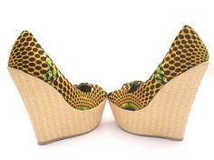 Retrouvez toutes les sélections Céwax ici : https://cewax.wordpress.com Chaussure  Recouvert de tissu Ankara Wedge UK taille 6 par RufinaD