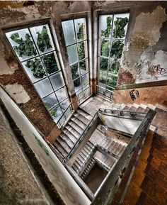 Abandoned Old Abandoned Buildings, Abandoned Mansions, Abandoned Places, Spooky Places, Haunted Places, Beautiful Ruins, Life Is Beautiful, Stair Landing, Photography Series