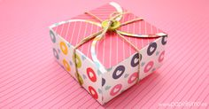 Caja-de-cartulina-cuadrada-con-plantilla-rectangular-box Diy And Crafts, Paper Crafts, Projects To Try, Birthdays, Gift Wrapping, Sweet, Gifts, Donuts, Silhouette