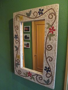 Espejo mosaico flores Mirror Mosaic, Home Decor, Home Diy, Diy Home Crafts, Decorative Plates, Frame, Mirror