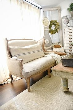 A great source for excellent quality grain sack pillows - a must pin for farmhouse style & cottage style authentic grain sack pillows. French Sofa, French Country Sofa, French Chairs, Living Pequeños, Living Room, Decoupage Furniture, Diy Curtains, Bedroom Curtains, Banquette