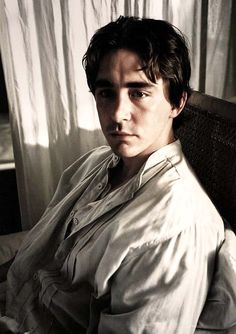 Lee Pace as Roy in The Fall. An example of the excellent lighting. Lee Pace The Fall, The Fall 2006, Lee Movie, Colleen Atwood, Hot Dads, Pushing Daisies, Thranduil, High Fantasy, Keanu Reeves