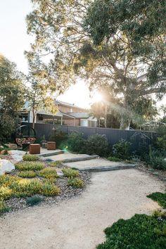 Inspiration for my backyard landscaping project – Australian Landscaping Coastal Gardens, Beach Gardens, Outdoor Gardens, Australian Garden Design, Australian Native Garden, Bush Garden, Home And Garden Store, Backyard Garden Design, Hillside Garden