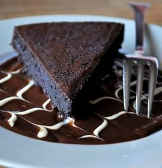 Flourless chocolate cake! Only 6 ingredients, super simple, super easy, and much healthier than regular cake.