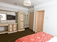 Mobila pictata saseasca de mana Entryway, Furniture, Home Decor, Entrance, Decoration Home, Room Decor, Door Entry, Mudroom, Home Furnishings