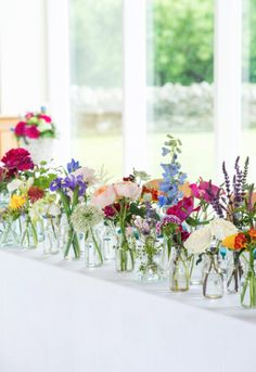 Risultati immagini per bright wildflower wedding table flowers Rosas David Austin, Deco Floral, Wild Flowers, Top Flowers, Flowers In Jars, Flower Jars, Spring Flowers, Bright Flowers, Flowers On Table