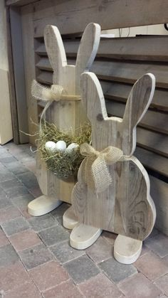 DIY Easter Wood Crafts which are a result of Labour, Love And Patience Easter Projects, Easter Crafts, Easter Decor, Hoppy Easter, Easter Bunny, Spring Crafts, Holiday Crafts, Wooden Crafts, Diy And Crafts