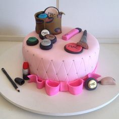 Bolo Make Up da MAC - Bolo Decorado - Cake Design - Maquiagem  www.deliciasdajaciara.com