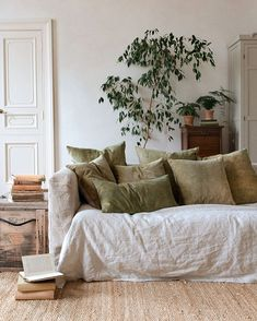 Inspirational ideas about Interior Interior Design and Home Decorating Style for Living Room Bedroom Kitchen and the entire home. Curated selection of home decor products. Design Room, House Design, Interior Design, Interior Colors, Minimalism Living, Living Room Decor, Living Spaces, Earthy Home, Muebles Living