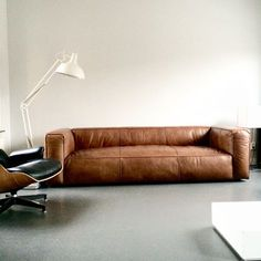 Contemporary Living Room Leather Couch - Finding The Perfect Leather Sofa. Leather Furniture, Sofa Furniture, Furniture Design, Leather Sofas, Vintage Leather Sofa, Modern Leather Sofa, Vintage Sofa, Furniture Removal, Furniture Sale