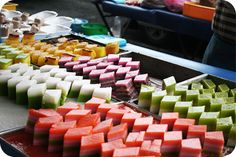 Cheras – The Gastronomic Diary Nyonya Food, Asian Recipes, Beverage, Sweets, Foods, Meals, Drink, Night, Fashion Design