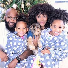 Making memories with the fam. We're so blessed! Constantly content in each step of our journey! Never wanting more nor less. Just enjoying each other and each blessing! Amen!? Amen.  #Christmas2016 #TheBecksVlog #etcblogmag #yolandarenee @etcblogmag #BeADadChallenge #dad #dads #father #fathers #movement  #blackdads #blackfathers #realdads #beanexample #Black #babies #kids #dads #family #love #like #follow  #support #urbndads #fatherhood #blackfathersmatter #blacklove #melanin