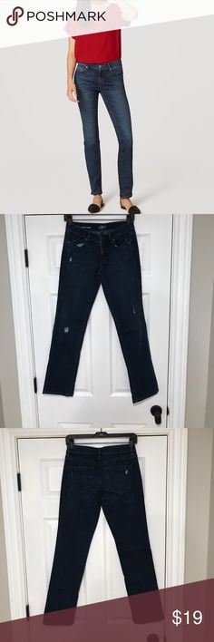 """LOFT MODERN STRAIGHT Worn once, like new condition. Modern Straight Leg Jeans in Medium Faded Wash with slight distressing details. The Modern Loft straight leg is a narrow cut through the hip to thigh and the straight leg tapers to the knee then goes straight down. The Inseam is 29"""" 🚫no trades 💰 offers use button LOFT Jeans Straight Leg"""