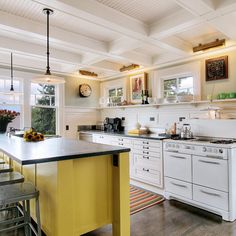 Like the open shelving/no upper cabinets. Kitchen On A Budget, Diy Kitchen, Kitchen And Bath, Kitchen Dining, Kitchen Cabinets, Kitchen Ideas, Recycled Kitchen, Vintage Kitchen, Upper Cabinets