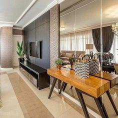 """1,315 curtidas, 15 comentários - AG Arquitetura e Interiores (@ag.arqeinteriores) no Instagram: """"Ambiente maravilhosoooo!! Preto + madeira + espelhos = Projeto @arq.mariane e @nandoarquitetura"""""""