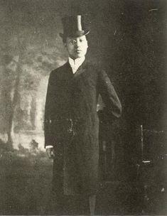 1905년 8월. 미국 대통령 시어도어 루스벨트만나기 위해 예복을 갖춘 이승만 박사. - 이승만