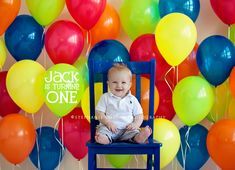 First birthday picture ideas to inspire your baby's birthday photo shoot! 12 super cute and creative ideas for taking first birthday pictures! Baby Birthday, 1st Birthday Parties, Birthday Ideas, Baby's First Birthday, Lollipop Birthday, Fete Emma, Bebe 1 An, First Birthday Pictures, Foto Baby