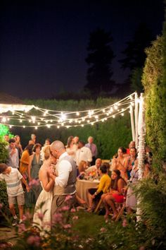 a backyard #wedding strung with twinkle lights Photography by Jessica Hill Photography / jessicahillphotography.com