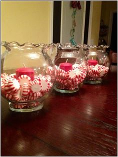 35 Simple Beautiful Christmas Centerpieces Ideas That Every People Could Make Itself - cristmas decos - Weihnachten Christmas Party Table, Christmas Table Centerpieces, Indoor Christmas Decorations, Peppermint Christmas Decorations, Chrismas Party Ideas, Xmas Table Decorations, Candy Cane Decorations, Christmas Brunch, Christmas Parties