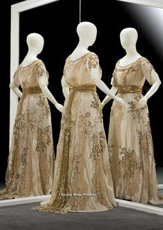 Evening gown, Hirsch & Cie, Amsterdam, 1907. White silk taffeta and georgette crepe cream with applications of point lace on tulle. Gemeentemuseum Den Haag via ModeMuze