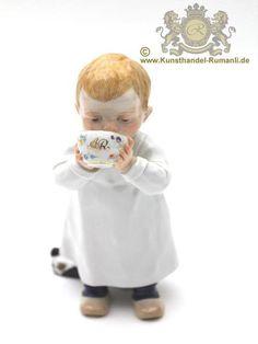Meissen Figur Hentschelkind, Kind aus einer AR Tasse trinkend in Antiquitäten…
