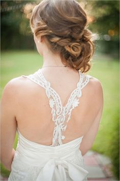 wedding hair ideas #roaring20wedding #20shairstyles #weddingchicks http://www.weddingchicks.com/2014/01/02/easy-roaring-20s-wedding-ideas/