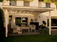 Houten veranda terrasoverkapping met lichtstraat. Loungen met wolken!