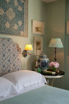 Soane Persian-Flower-Lapis-Belvedere-Table-Coral-Wallpaper-Green
