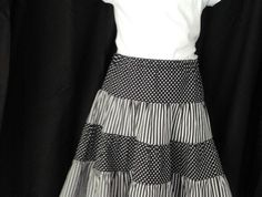 Size 10 - tiered skirt in black and white