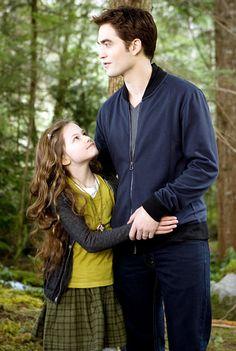 Kristen Stewart y Robert Pattinson en la saga Crepúsculo: Amanecer - Parte 2: Padre e hija Abrazo
