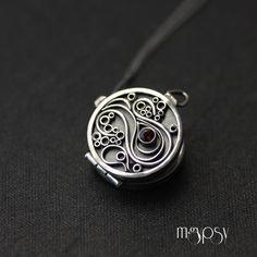 Wilsonii - Double-sided sterling silver locket, handmade Spoon Jewelry, Wire Jewelry, Handmade Jewelry, Opal Rings, Gemstone Rings, Silver Rings, Silver Lockets, Pretty Necklaces, Locket Necklace