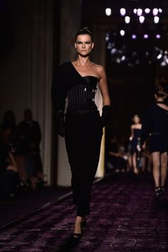 Versace : Runway - Paris Fashion Week : Haute-Couture Fall/Winter 2014-2015 - Pictures
