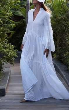 Get inspired and discover My Beachy Side trunkshow! Shop the latest My Beachy Side collection at Moda Operandi. Boho Fashion, Fashion Dresses, Fashion Design, Fashion Trends, Runway Fashion, Paris Fashion, Indie Outfits, Outfits In Weiss, Summer Dresses