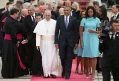 Pope Francis is greeted by U.S. President Barack Obama, first lady Michelle Obama and other political and Catholic church leaders after arriving from Cuba September 22, 2015 at Joint Base Andrews, Maryland. Francis will be visiting Washington, New York City and Philadelphia during his first trip to the United States as Pope.