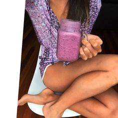 Entering Sunday with a fresh yummy very berry smoothie! Rest day for me today but eating will still be on point! Excuse my bruises  #gotgoals #Padgram
