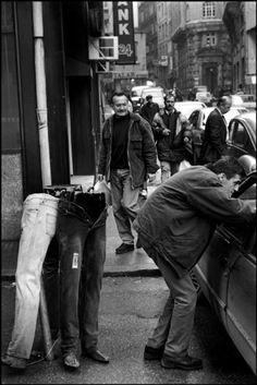 Marc Riboud 1998, Istanbul. Man on street.