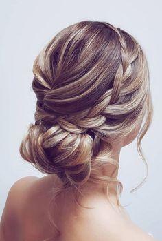 Messy Wedding Hair, Wedding Hair And Makeup, Wedding Updo With Braid, Korean Wedding Hair, Simple Wedding Updo, Medium Hair Styles, Short Hair Styles, Bun Styles, Rustic Wedding Hairstyles