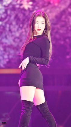 Cute Asian Girls, Beautiful Asian Girls, Japonesas Hot, Beautiful Young Lady, Korean Girl Fashion, Seulgi, Red Velvet Irene, Cold Weather Outfits, Kpop Girls