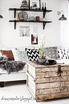 ⭐️ white walls, touches of gray & black with rustic chest.