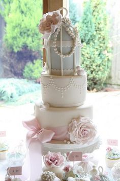 Vintage Glamour Birdcage Cake