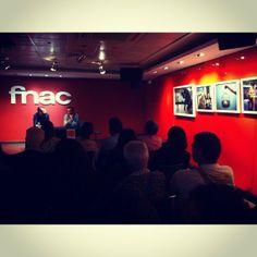 Inauguración de la exposción XIEC de Christian Rodriguez, Premio Futuro FNAC, acompañado por el profesor de EFTI Jorge Salgado.