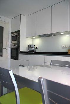 #diseño Diseño de cocinas en San Sebastian de los Reyes cocina modelo Rey blanco granito negro intenso