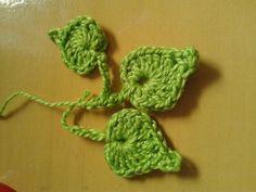 folhinha em croche ou mini botão.